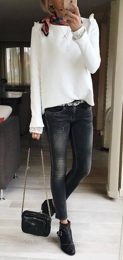 casual outfit inspiration / white sweater + bag + grey skinnies + boots