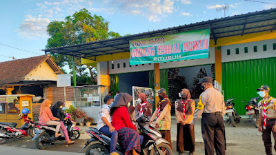 Dewan Kerja Ranting (DKR) Kwaran Pituruh, Bagi-Bagi Takjil di Area Pasar Pituruh