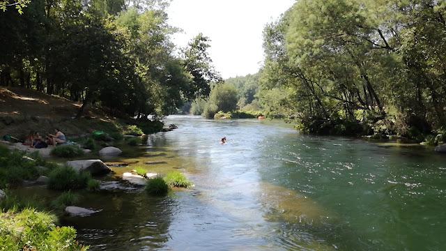 Zona Fluvial do Cavadinho no Rio Cávado com correntes