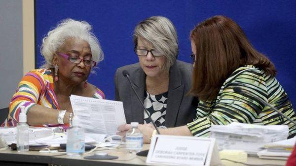 Ordenan recuento de votos en las elecciones de Florida, EE.UU.