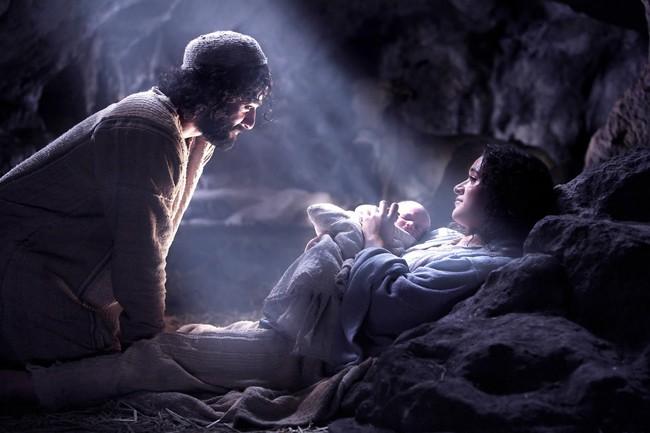 A verdadeira face da comemoração de natal, interesses comerciais, paganismo ou nascimento do Messias?/