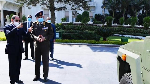 القوات المسلحة - السيسي يتفقد مركبات مدرعة من تطوير الجيش المصري 2