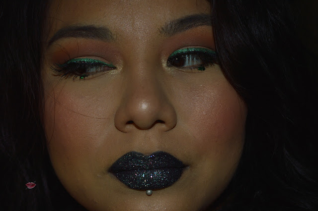 Dark Glitter Lips with glittery double eyeliner make up