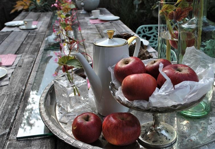 Tischdeko mit Äpfeln - Herbst