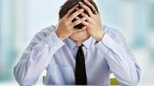pessoa demonstrando cansaço fisico e mental
