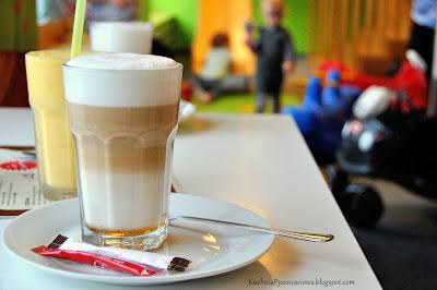 Pompon, miejsce gdzie można dobrze zjeść, wypić kawę i zmęczyć dziecko