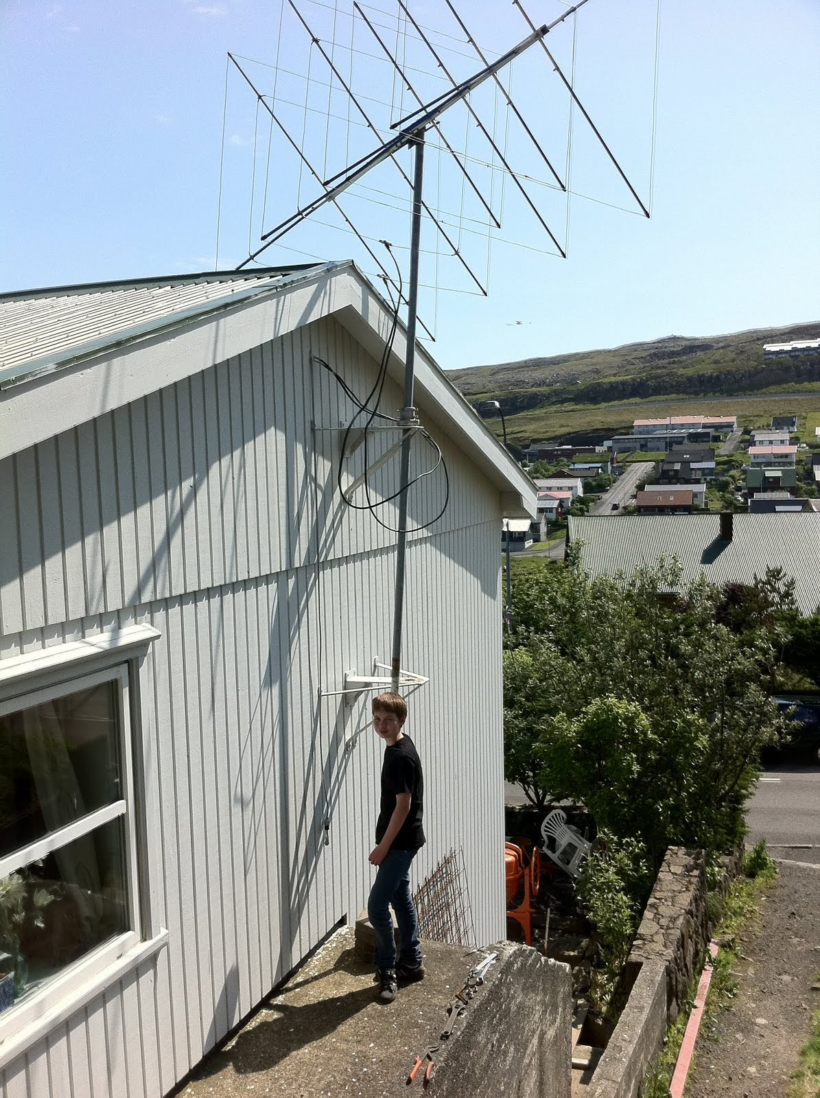 OY3JE: 4 & 6 meter Quad antenna is now in the new tower