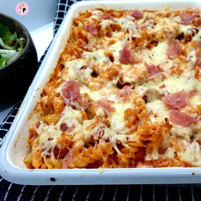 slimming world friendly Garlic Chicken & Prosciutto Pasta Bake low calorie pasta recipe