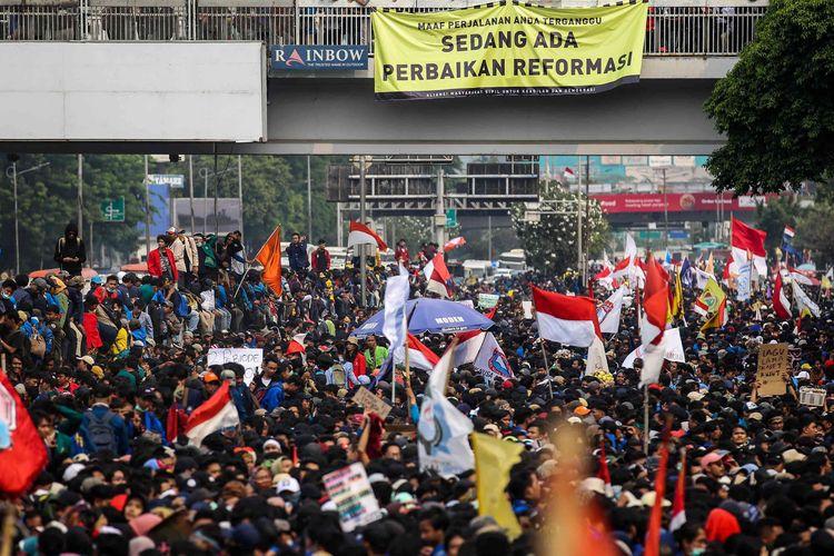 Sejumlah BEM di Indonesia Mulai Gelar Aksi, Tagar #DukungMahasiswaRevolusi Jadi Trending Topic: Mahasiswa Harus Bangkit!