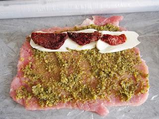 Roladki schabowe z pesto i suszonymi pomidorami