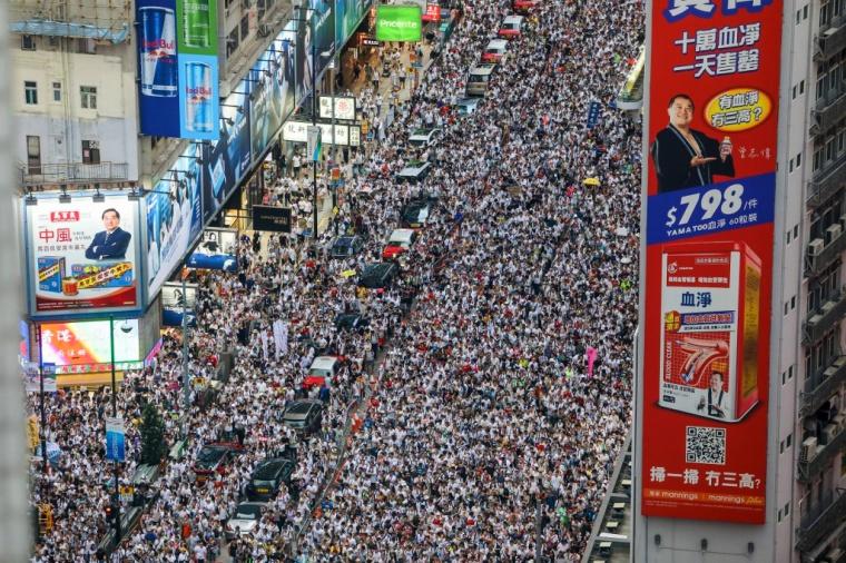 Ratusan Ribu Masyarakat Hong Kong Pawai Besar-Besaran untuk Protes terhadap RUU Ekstradisi Kontroversial