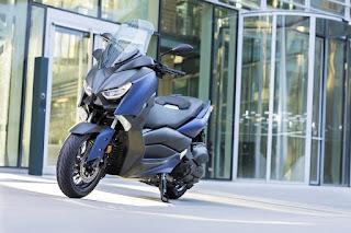 Yamaha-X-MAX-400-4