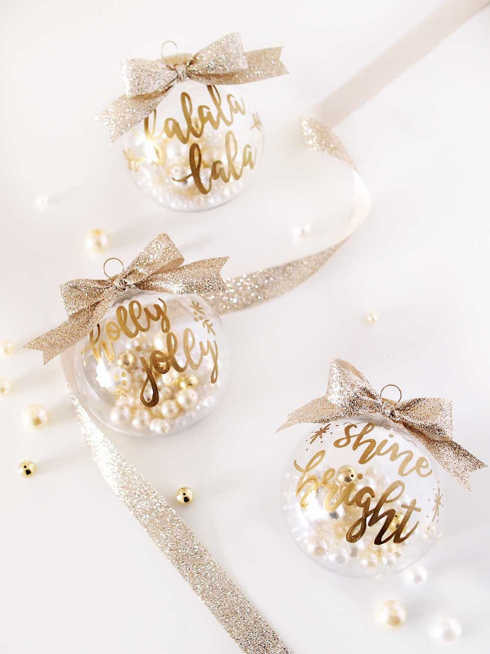 Diy gold hand lettering christmas ornaments ting and for Small gold christmas ornaments