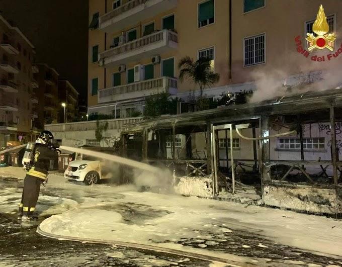 Ancora un autobus Atac a fuoco