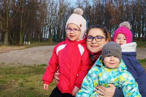 noworoczny spacer - mama w chuście i płaszcz ocieplany mamma studio, mama trójki