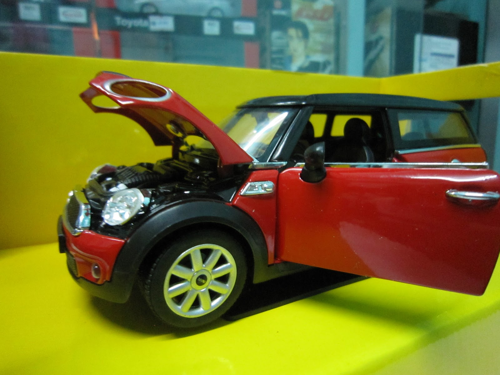 Public Shoppe: Lamborghini & Mini Cooper Collection 1:24