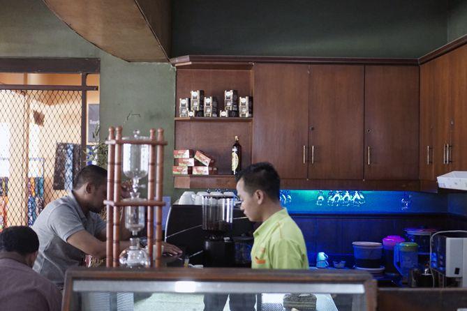 Menuju kedai kopi Kampoeng Kopi Banaran
