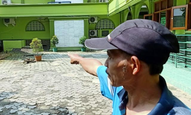 Waspada, Ada Oknum Petugas Penyemprot Disinfektan yang Berisi Cairan Air Keras