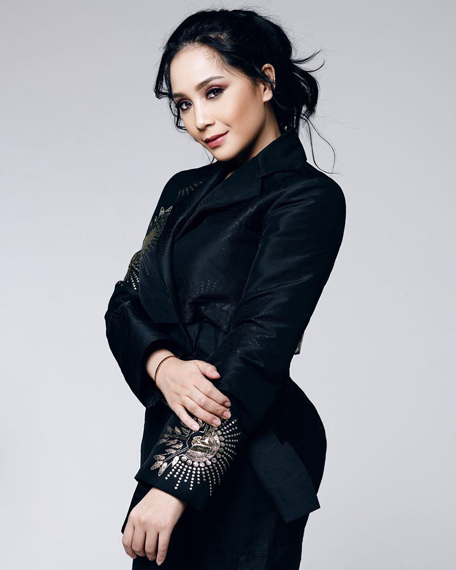 Nagita Slavina seksi dengan baju ketat