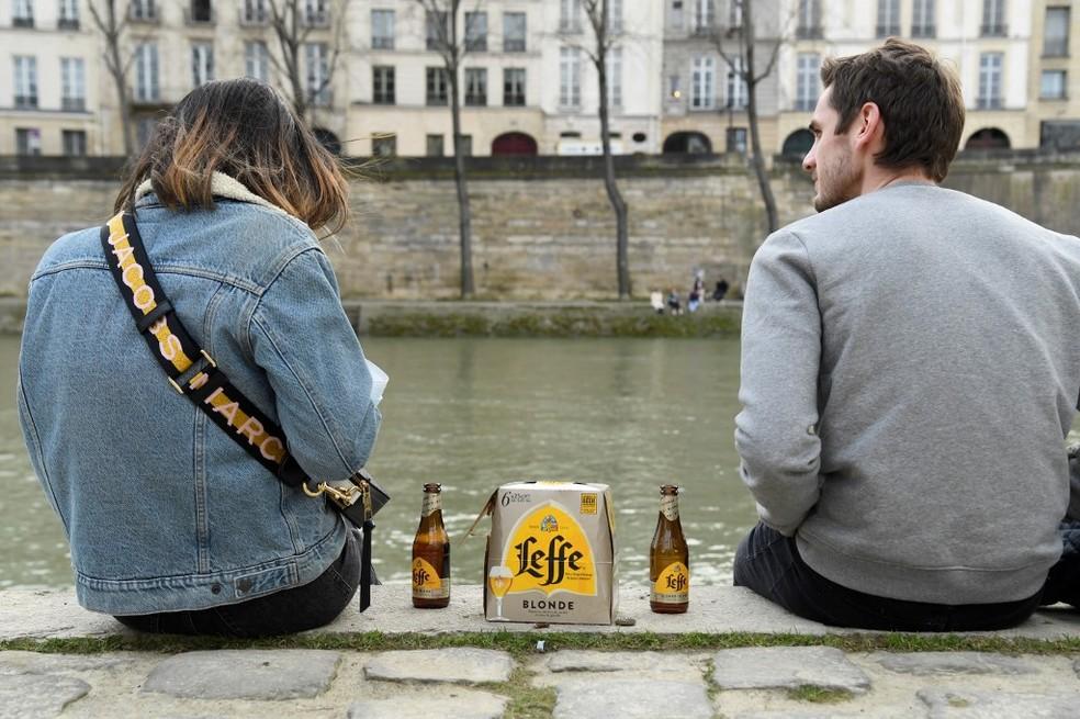 França proibirá beber álcool em via pública por pandemia