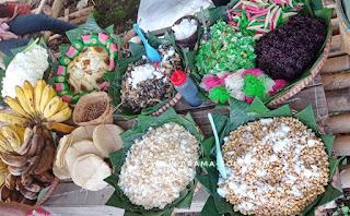 kuliner khas Desa Kalongan, misalnya Lonis, yang terbuat dari umbi-umbian