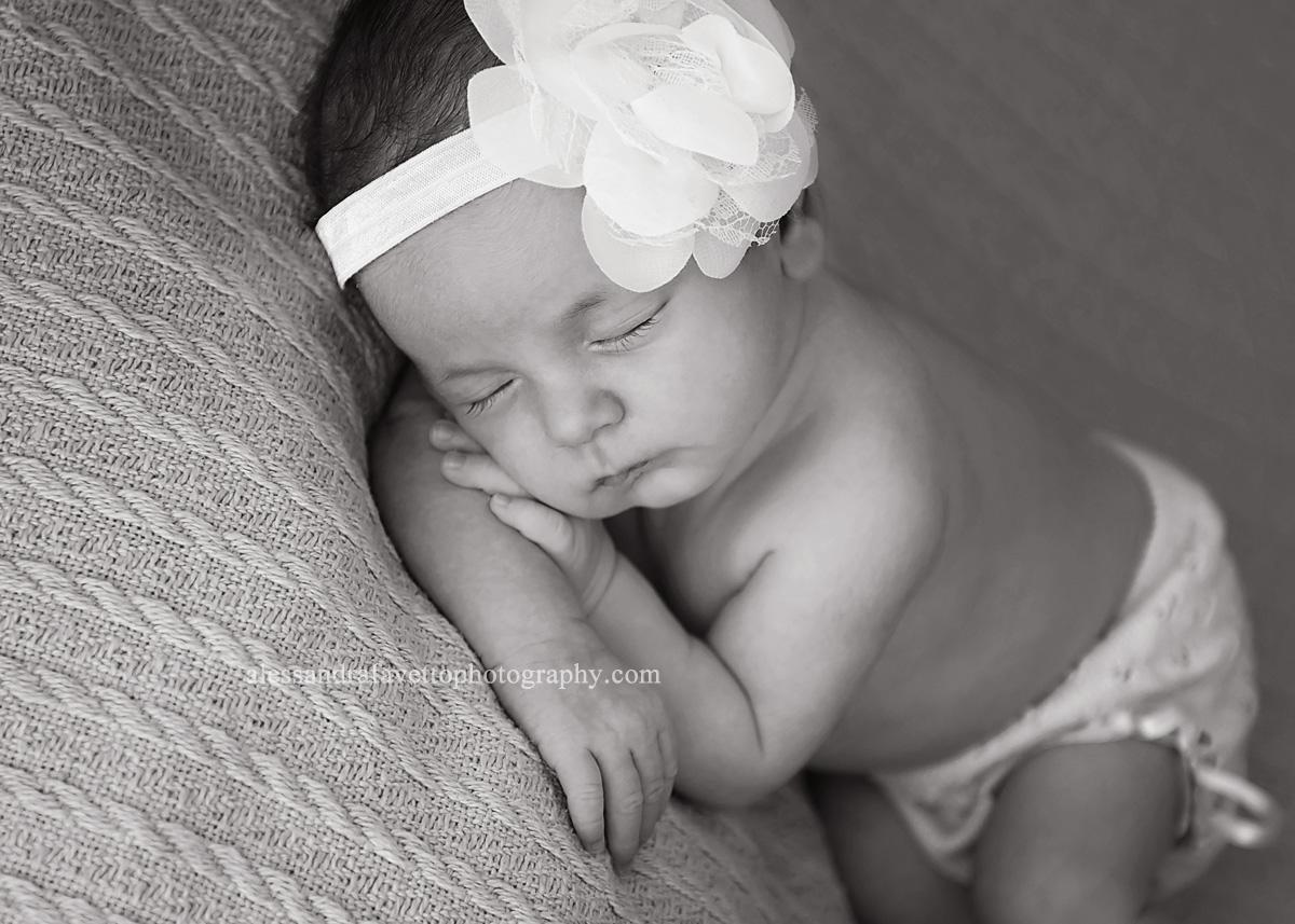 Fotografía de recién nacido a domicilio en Sevilla y provincia