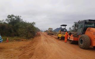 Trecho da BA-142 está sendo restaurada; serviços se encontram entre Ituaçu e Tanhaçu