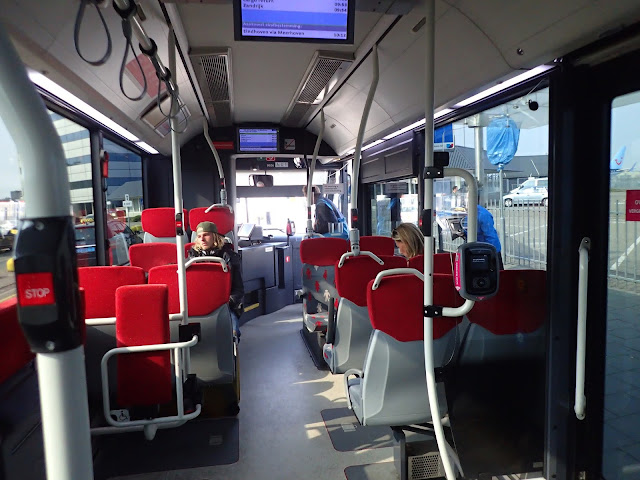 Autobus z lotniska do miasta w Eindhoven
