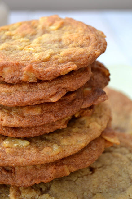 cookies made with maple syrup and crushed smoky bacon flavour crisps or potato chips