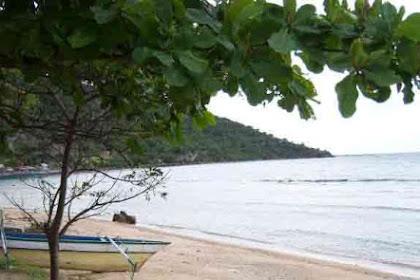 Pantai Lahilote  Gorontalo Yang Tenang dan Menawan