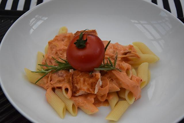 wolkenfees k chenwerkstatt eine prise sylt pasta mit lachs und frischk se gem se sauce so. Black Bedroom Furniture Sets. Home Design Ideas