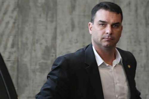 Coaf aponta 48 depósitos em dinheiro a Flavio Bolsonaro, diz TV