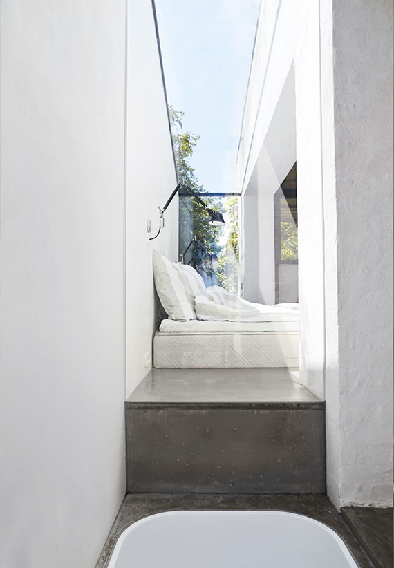 Minimalistic bedroom with bed on floor and skylight via Bo Bedre