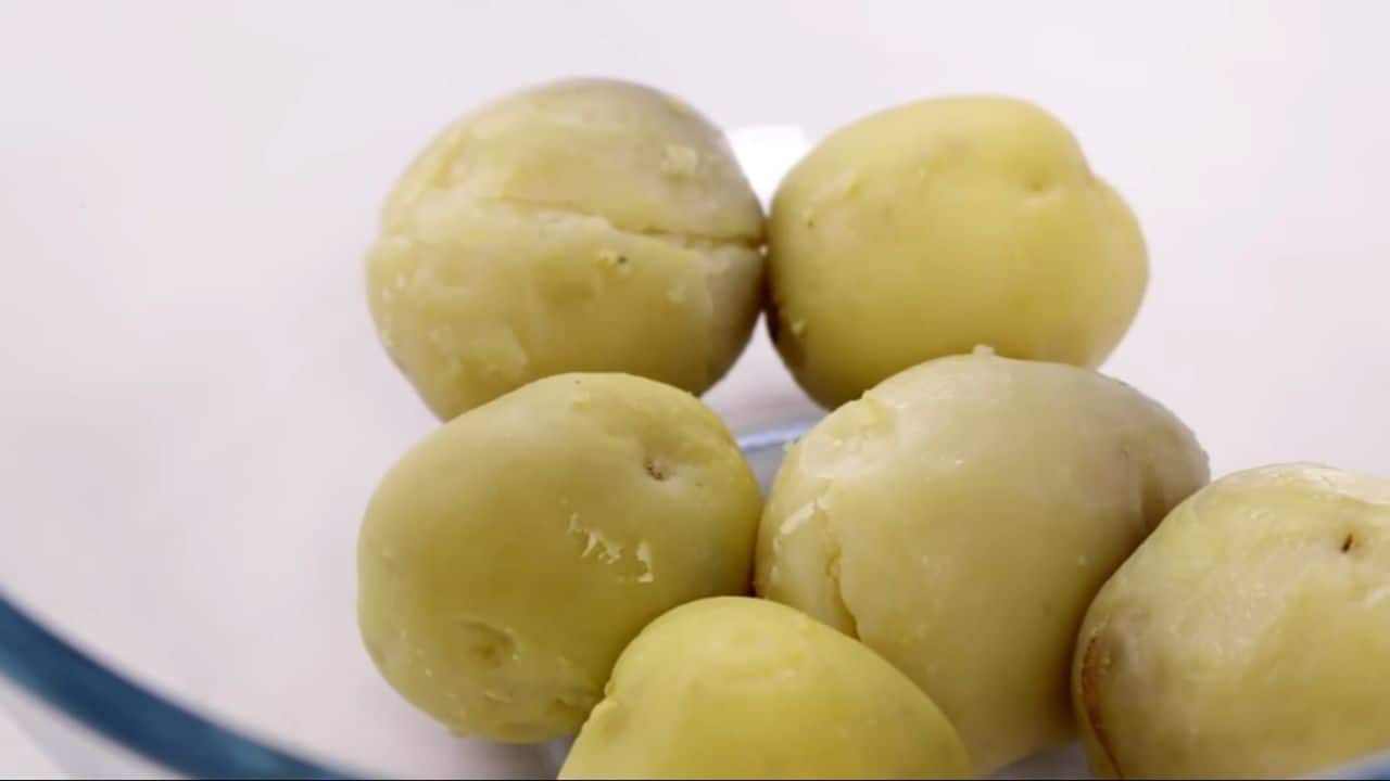 Take-the-bowled-potatoes-and-peel-with-hand
