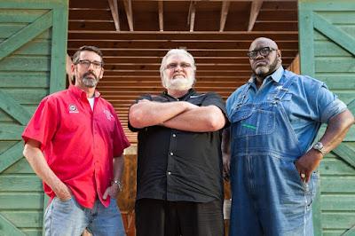 """Os jurados: Tuffy Stone ,Myron Mixon e """"Big"""" Moe Cason (da esquerda para direita) - Divulgação"""