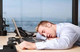 6 Alasan Kenapa Pacaran Sama Cowok Workaholic Itu Membahagiakan