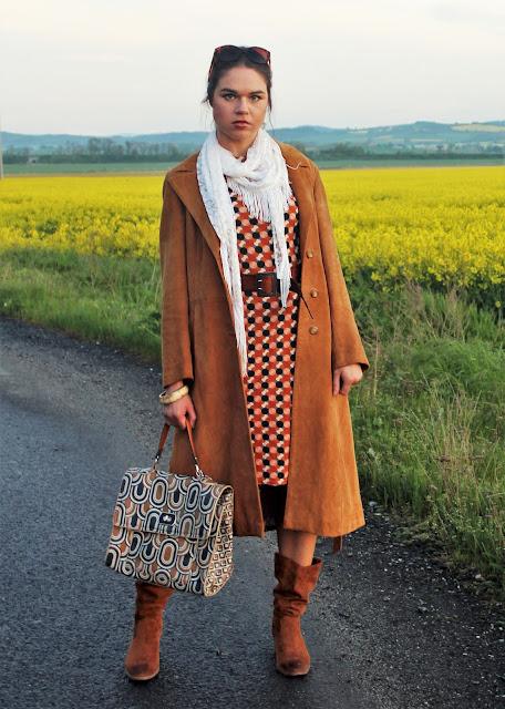 plaszcz-i-sukienka-na-wiosne-stylizacja-