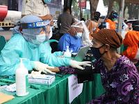 Vaksinasi COVID-19 ke Pasar Tradisional Mojokerto Berbonus Bingkisan
