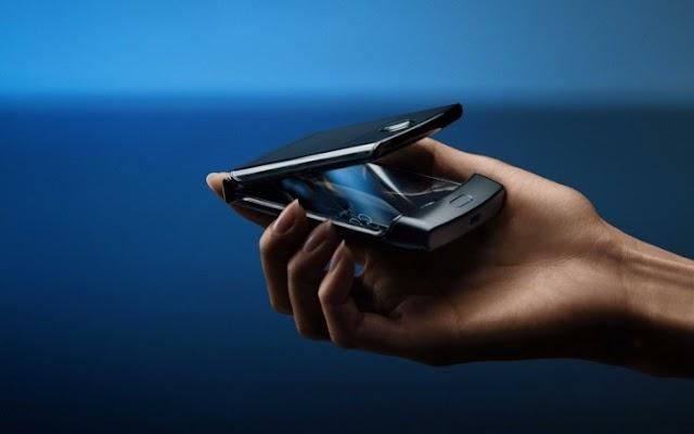 मोटोरोलाचा रेजर फोन लवकरच बाजारात  |  Motorola Razr