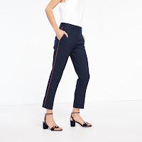 https://fr.sandro-paris.com/fr/femme/pantalons/pantalon-de-tailleur-a-lisere/P5895E.html?dwvar_P5895E_color=44
