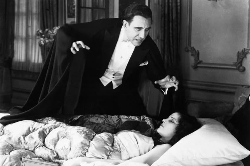 Режиссёр «Вечных» снимет фантастический вестерн про Дракулу для Universal