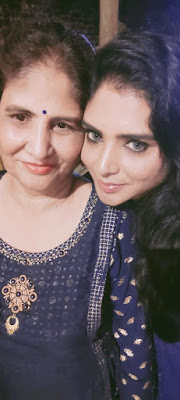 Manisha Soni with mother