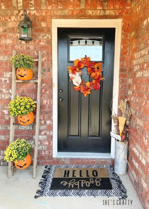 Halloween Home Tour - farmhouse style home entrance  |  She's Crafty