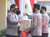 Polri Distribusikan 15.000 Paket Sembako untuk Masyarakat Terdampak COVID-19