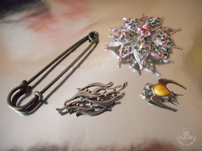srebrne broszki