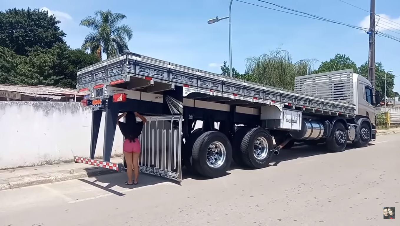 Durante a madrugada e com ajuda de amigos, Cabelo Batateiro volta a arquear o caminhão