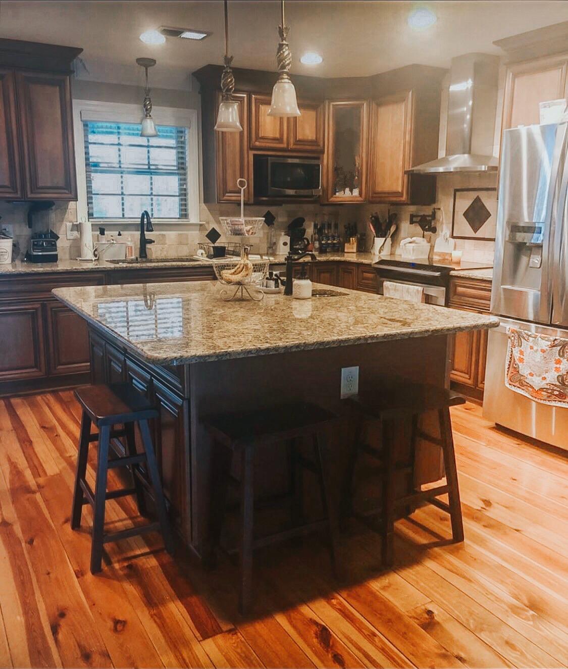 diy white kitchen, Annie Sloan chalk paint, annie sloan kitchen cabinets, diy kitchen redo, diy kitchen cabinets, how to paint kitchen cabinets