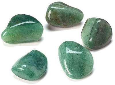 Aventurine is an eye guard, improves vision, prevents the development of degenerative eye diseases and increases eye perception.