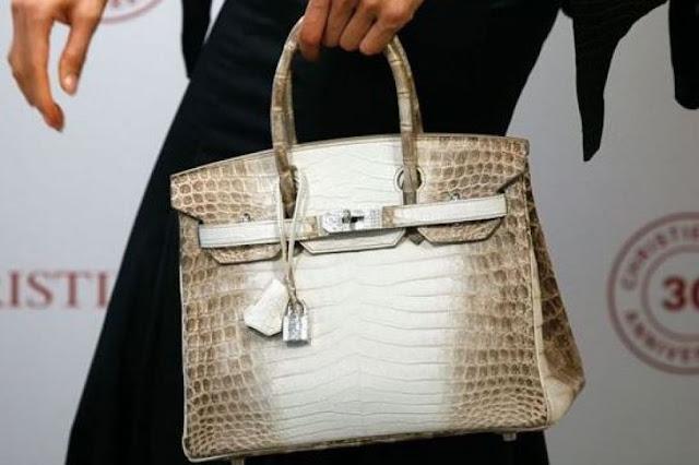 करोड़ों में बिका ये मामूली दिखने वाला हैंडबैग