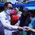 Bagikan Masker Disejumlah Pasar, Bupati Waykanan Himbau Warga Ikuti Anjuran Pemerintah